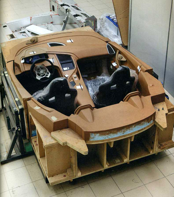 Lotus_Esprit_2013_Interior_Clay