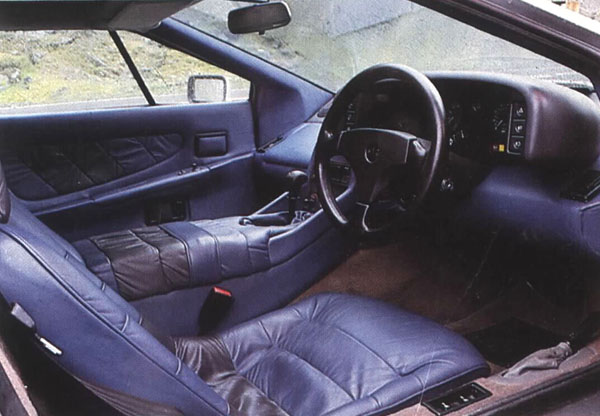 Lotus_Esprit_Interior_Blue_Leather