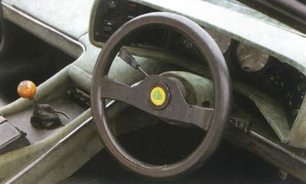 Lotus_Esprit_S2_Dashboard