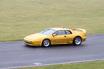 Lotus_Esprit_S_300_Yellow