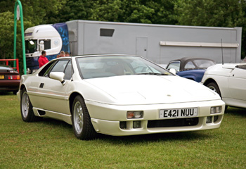 Lotus_Esprit_Turbo_1988_White_SE_splitter