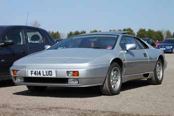 Lotus_Esprit_Turbo_1989_Silver