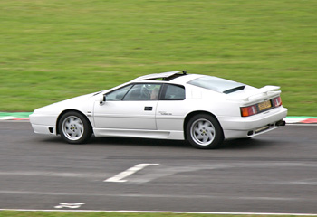 Lotus_Esprit_Turbo_SE_1990_White_on_track
