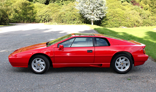 Lotus_Esprit_Turbo_red_1988_side