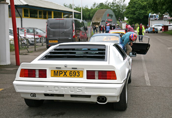 Lotus_Turbo_Esprit_White_1986